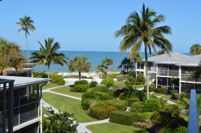 Bahama Club condominiums in Naples, FL
