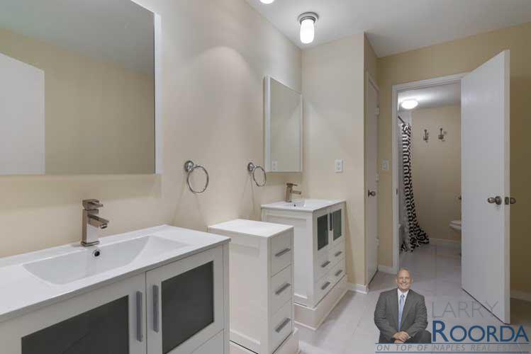 Jacaranda 19 bathroom
